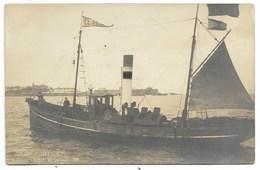"CARTE PHOTO - ""EL AGUILA""  Buque De Pesca...  Animé Barque De Pêche  (verso Restes De Collage) - Fishing Boats"
