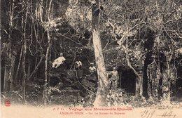 S2215 Cpa Asie - Cambodge - Angkor Thom - Sur Les Ruines Du Bapuom - Cambodge