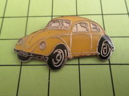 1415c Pins Pin's / Rare & TB état / THEME : AUTOMOBILES / VW VOLKSWAGEN COCCINELLE JAUNE EN LEGER RELIEF - Volkswagen