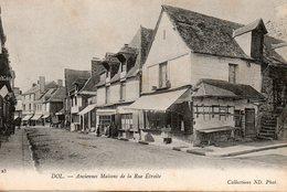 Dol  De  Bretagne -   Anciennes  Maison   De  La  Rue étroite. - Dol De Bretagne