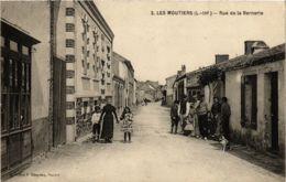 CPA LES MOUTIERS Rue De La Bernerie (860520) - Les Moutiers-en-Retz