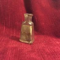 Petit Flacon à Parfum Ancien,essence Royal Magnolia Parfumerie Viville - Vintage Miniatures (until 1960)