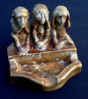 """Ancienne Sculpture Plâtre Cendrier """" Le Secret Du Bonheur """" Symbole Asiatique Les 3 Singes De La Sagesse « Ne Pas Voir L - Art Asiatique"""