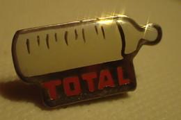 Pin's. Total Biberon - Carburants