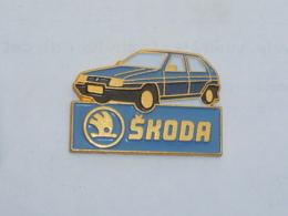 Pin's VOITURE 234 SKODA - Badges