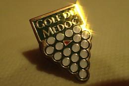 Pin's GOLF DU MEDOC / 33 GIRONDE GRAPPE DE RAISIN - Golf