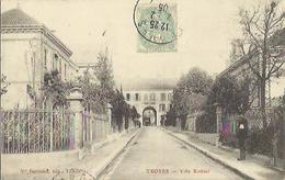 9157 - CPA Troyes - Villa Rothier - La Partie Irisée Dans Les Grilles à Droite Et Une Abbération Du Scan - Troyes