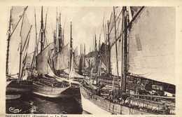 DOUARNENEZ (Finistère) Le Port Bateaux De Peche Bon Plan RV - Douarnenez