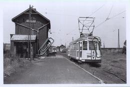 THUILLIES : Station Vicinale      : TRAM : **  Foto Van Oude Cliché 1955     (15 X 10 Cm) Photo Vieux Cliché - Treinen