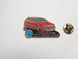 Superbe Pin's En Zamac , Auto VW , Volkswagen Golf - Volkswagen