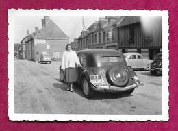 Ancienne PHOTO 9 X 6 Cm Des Années 1950... AUTOMOBILE TRACTION Avec FEMME ( PIN UP) - Automobiles