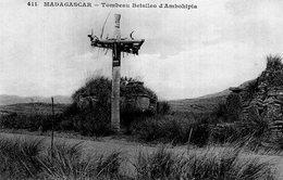 S2249 Cpa Afrique - Madagascar - Tombeau Betsiléo D'Ambohipia - Madagascar