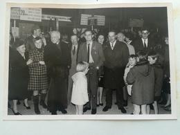 120 PHOTOS ORIGINALES DE FAMILLES DIFFÉRENTES DE BELGIQUE HALL AÉROPORT ZAVENTEM - Albums & Collections