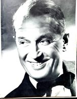MAURICE CHEVALIER PROGRAMME THEATRE DES CHAMPS ELYSEES 1954  PHOTOS TEXTE  COCTEAU MOUILLURES MAIS BIEN COMPLET 27 X 21 - Programma's