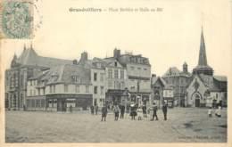 60 - GRANDVILLIERS - Place Barbier Et Halle Au Blé En 1906 - Grandvilliers