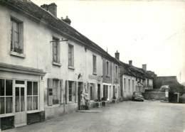 61 - VILLIERS SOUS MORTAGNE - La Place - Tabac Vers 1950 - France
