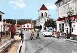 """SAINT-MARTIN-de-COUX - La Grande Rue Et L'Eglise - Automobile - Café Du Centre """"Chez Charlot"""" - Castelvin - Primagaz - France"""