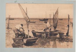 CP (85) L'Aiguillon - Pêcheurs De Moules Arrivant Des Bouchots - France