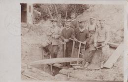 CARTE PHOTO ALLEMANDE - GUERRE 14-18 - GROUPE DE PIONNIERS ALLEMANDS AU TRAVAIL - Oorlog 1914-18
