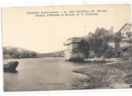 FRONTIERE FRANCO/SUISSE.51. LES BASSINS DU DOUBS . ROCHER D'HERCULE ET ROCHER DE LA CASQUETTE . CARTE NON ECRITE - Non Classés