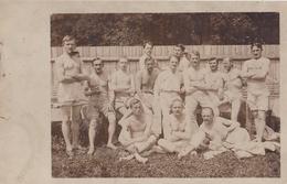 CARTE PHOTO ALLEMANDE - GUERRE 14-18 - SOLDATS À MOITIÉ DÉNUDÉS - Oorlog 1914-18