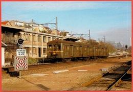 CPM 92 SURESNES - Rame électrique Standard à 3e Rail (Train Gare) * Signalisation Ferroviaire - Suresnes