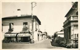 64 - LE BOUCAU - Place Du Colonel Fabien En 1950 - Bar Jean - Boucau