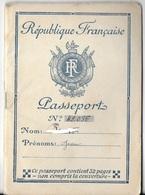 DOCUMENT PASSEPORT FRANÇAIS DÉLIVRE EN 1943 PAR PRÉFECTURE RHONE  TIMBRE FISCAL GRATUIT CACHET NAZI POUR ALLEMAGNE STO ? - Vieux Papiers