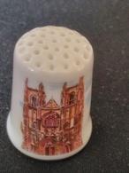 Dé à Coudre De Collection En Porcelaine - NANTES - LA CATHEDRALE - Dés à Coudre