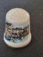 Dé à Coudre De Collection En Porcelaine - LE CROISIC - LE PORT - Ditali Da Cucito