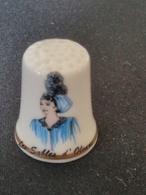 Dé à Coudre De Collection En Porcelaine - LES SABLES D'OLONNE - COIFFE - Dés à Coudre