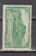 REUNION            N°  YVERT  165     NEUF AVEC  CHARNIERES      ( Ch 02/27 ) - La Isla De La Reunion (1852-1975)