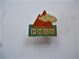 PINS PRODUITS COSMETIQUES PHAS / 33NAT - Parfums