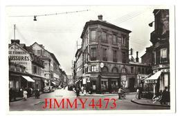 CPSM - Place Du Calvaire Et Rue De La Barrière Bien Animée - ELBEUF 76 Seine Maritime - Edit. G. ARTAUD N° 57 - Elbeuf