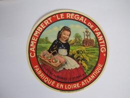 Etiquette De Fromage CAMEMBERT LE REGAL De FANTIG Fabriqué En LOIRE-ATLANTIQUE 40% - Cheese