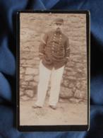 Photo CDV Anonyme - Militaire En Pied Main Dans Les Poches, Sergent Fourrier, Pantalon Blanc L450 - Oud (voor 1900)
