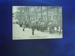 1906 PARIS LA MANIFESTATION DU 1er MAI LES CHASSEURS A CHEVAL AU LUXEMBOURG  BON ETAT - Francia