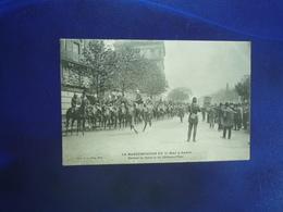 1906 PARIS LA MANIFESTATION DU 1er MAI DEVANT LA CASERNE DU CHATEAU D'EAU  BON ETAT - Francia