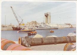 """PHOTO 15./10.CMS  VEDETTE """"A 694 L EFFICACE """" CANOT DE LA SMS """" VINCENT LE MOAL"""" PORT LA NOUVELLE 1981.T.B.ETAT - Barcos"""