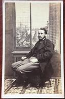 CDV. Homme à La Fenêtre. Décor. Photographe Barenne à Paris. - Oud (voor 1900)