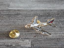 PINS Compagnie Aérienne (écrite Sur L'aile) - Airplanes