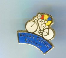 Pin's - Vélo Cyclisme Amicale Etrellaise  - Etrelles Ille Et Vilaine Bretagne - Cycling