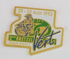 1 Pin's RALLYE ENDURO 2eme BRETZEL VERT 29-30 AOUT 1992 - Motos