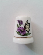 Dés à Coudre En Porcelaine Papillon Fleurs Liseré Or -fève - Dés à Coudre