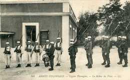 Armée Coloniale LEGION  étrangere : La Relève Du Poste  (MASCARA)   816 - Régiments