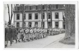 FONTAINEBLEAU (77) Carte Photo Caserne Défilé Militaire - Fontainebleau