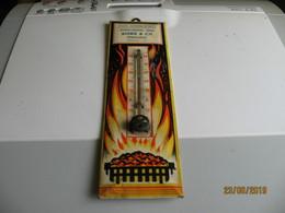 Thermomètre Publicitaire - Combustibles, Appareils De Chauffage, Cuisine,.. ROUX & Cie à PARIGUEUX Tél 1.61 (fr79) - Advertising (Porcelain) Signs