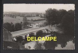 DD / 70 HAUTE SAÔNE / PESMES / LA VALLÉE DE L' OGNON ET LE PONT VUS DE LA TERRASSE DU CHÂTEAU / GARAGE SIMCA / 1956 - Pesmes
