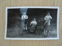 PHOTO ENFANTS AVEC LEURS VEHICULES - Automobiles