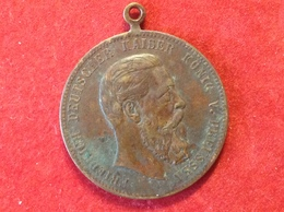 Medaille An Öse Kupfer Bronze Kaiser König Von Preussen Friedrich I. Lerne Leiden Ohne Zu Klagen 1888 - Adel